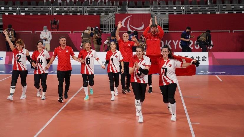 Golbol Kadın Milli Takımı'na Olimpiyat Köyü'nde coşkulu karşılama