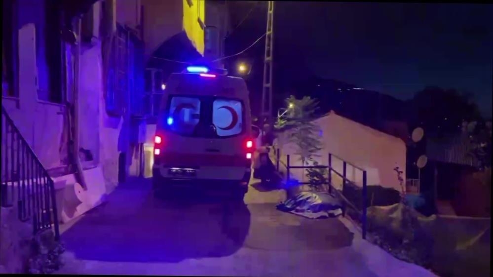 Hırsızlara karşı evi kontrole giden enişte ve yeğenini hırsızlar bıçakladı
