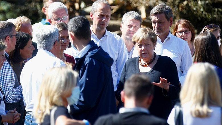 Almanya Başbakanı Merkel sel bölgesinde