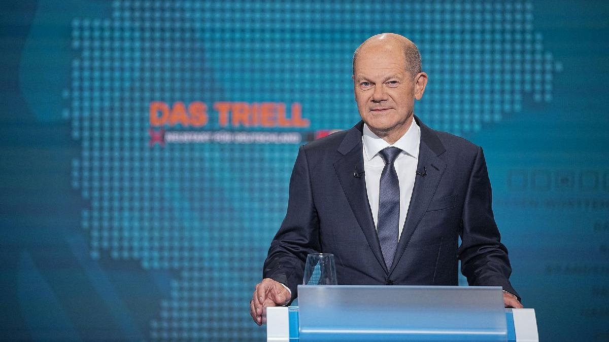Almanya'da seçime doğru: SPD ilk kez öne geçti