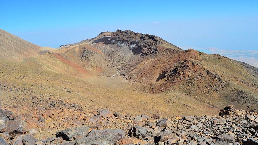 Süphan Dağı'ndaki 3 krater gölü kurudu