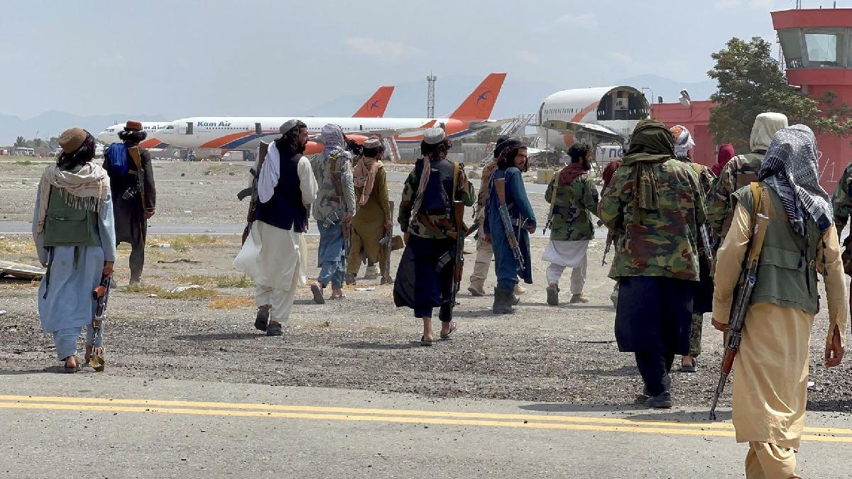 Afganistan'da son durum... Katar açıkladı: Kabil Havalimanı'nda uçuşlar başladı