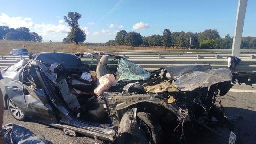 Otomobil ile mermer yüklü kamyon çarpıştı