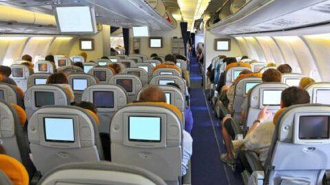 Moskova-Antalya uçağında ortalık karıştı! Polis yaka paça gözaltına aldı
