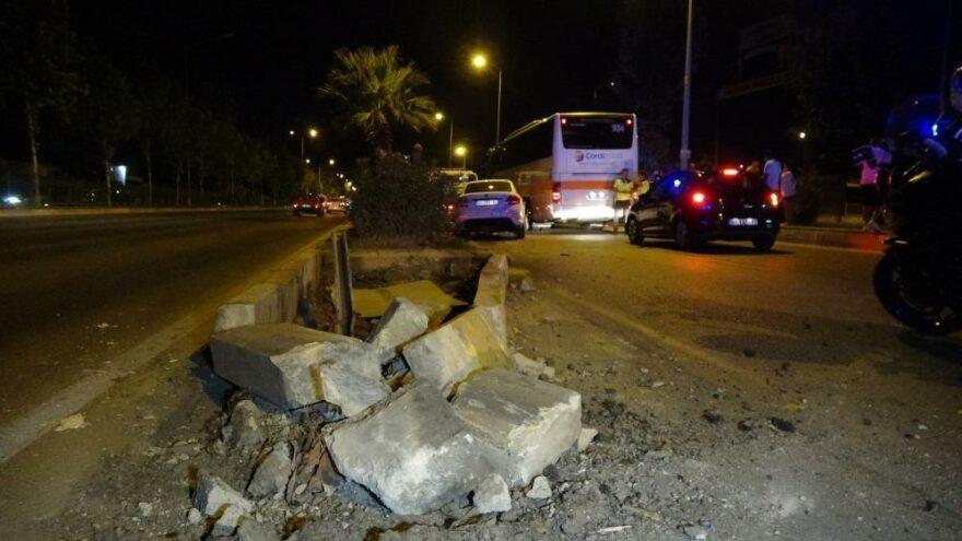 Antalya'da otomobil refüjü aşıp karşı şeride geçti