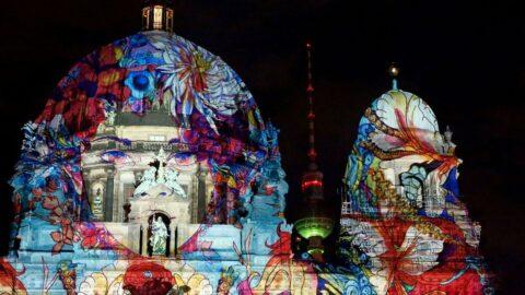 Berlin'de Işık Festivali renkli görüntülere sahne oldu