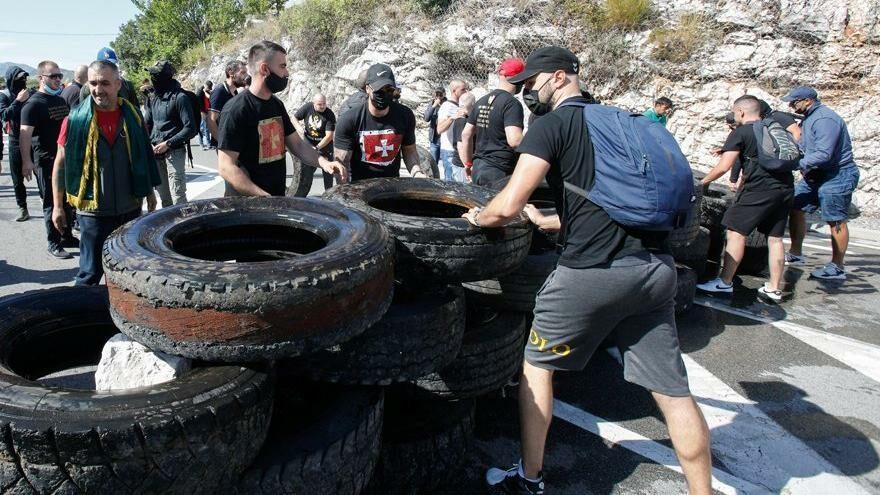 Karadağ'da ortalık karıştı: Güvenlik güçleri ile protestocular karşı karşıya geldi