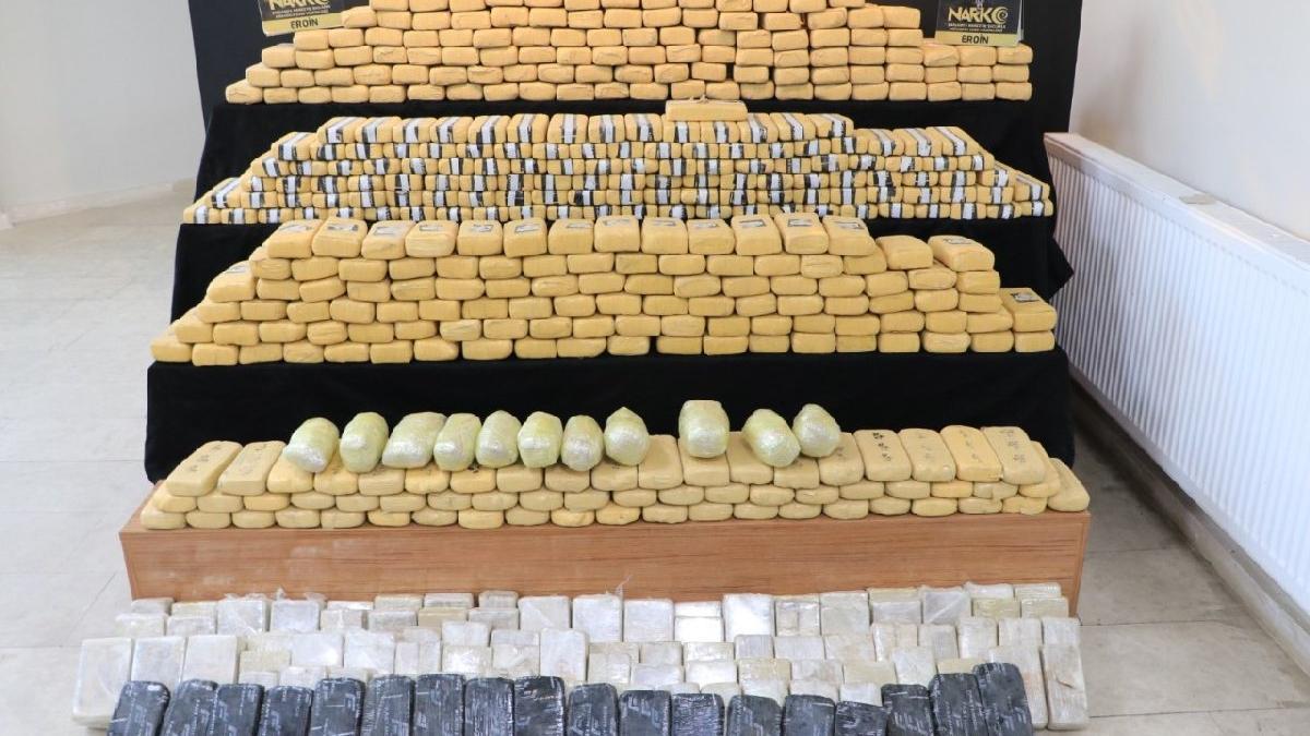 Şanlıurfa'da bir TIR'da 270 kilo uyuşturucu yakalandı