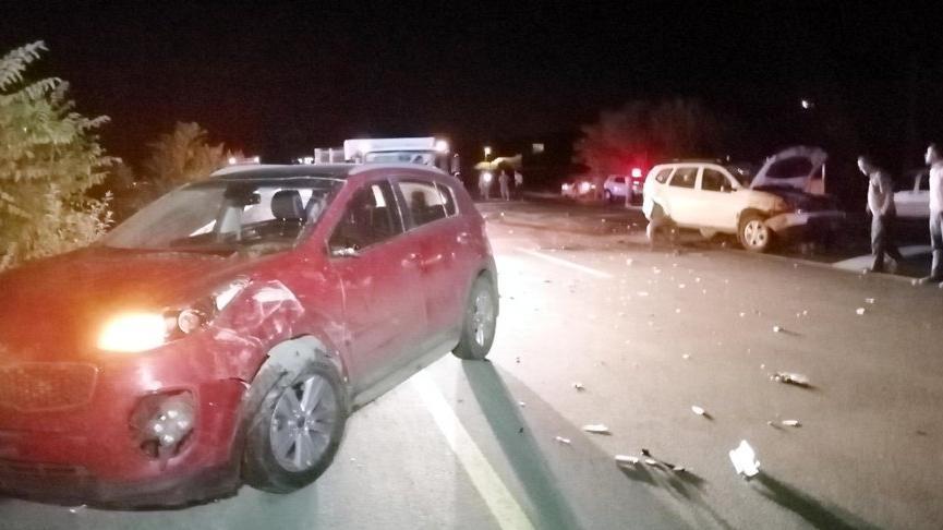 İki otomobil hayvan sürüsüne daldı: 40 koyun öldü