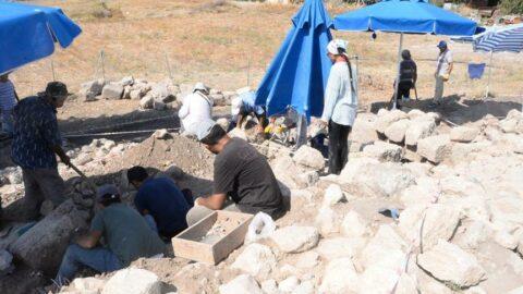 Aratos'un anıt mezarı, kireç ocağı olarak kullanılmış