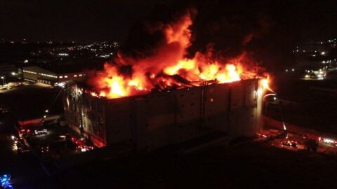 Arnavutköy'de tekstil fabrikasındaki yangın devam ediyor