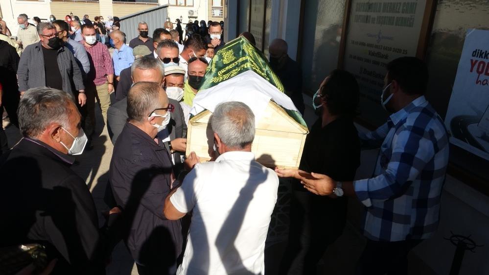 Evinde ölü bulunan Meral hemşire toprağa verildi
