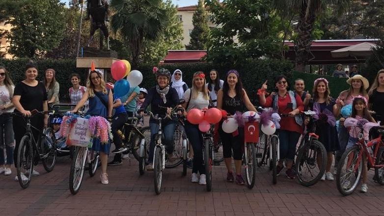 'Süslü Kadınlar Bisiklet Turu'