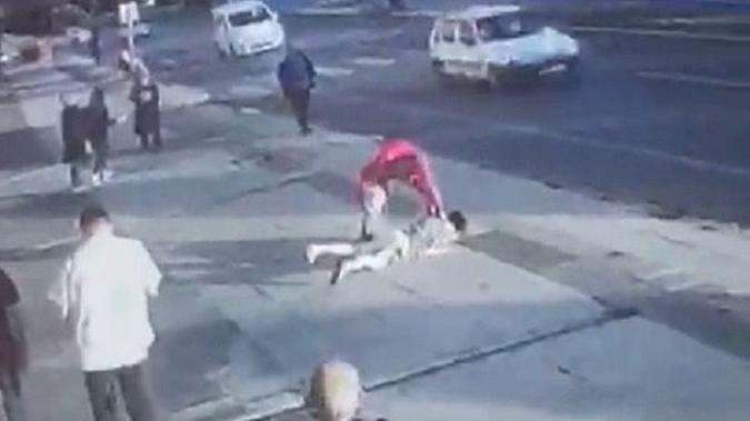 Vahşet! Barışmayan eski eşini sokak ortasında bıçakladı