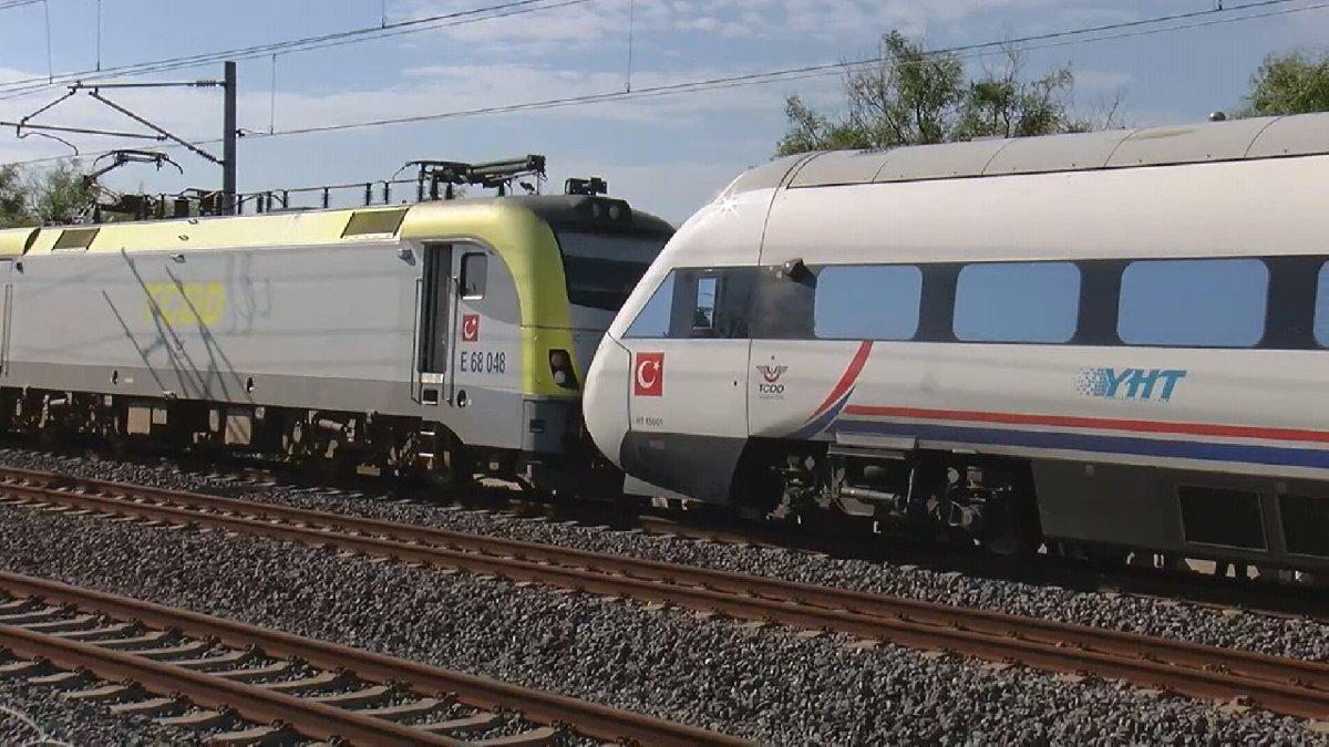 Tren, Yüksek Hızlı Tren'e çarptı: Yaralılar var!