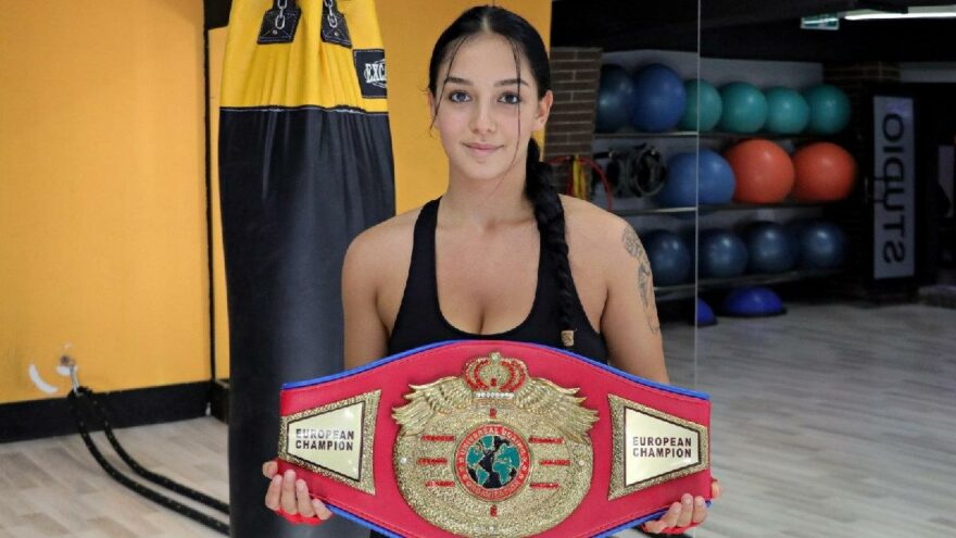 Kilo vermek için başladığı boksta ilk altın kemerini kazandı