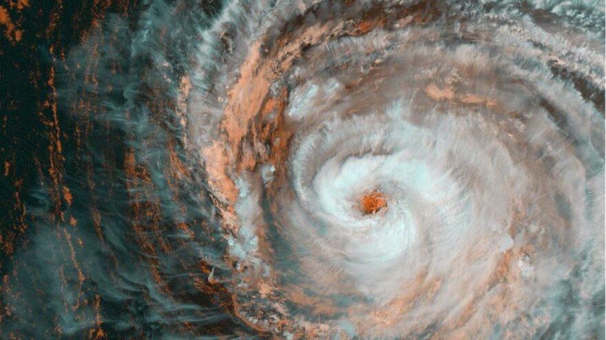 Ida'dan sonra Larry geliyor… Kasırga uzaydan görüntülendi