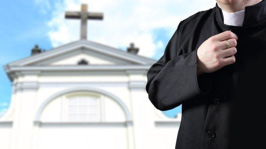 Piskoposun yasak aşkı istifa getirdi