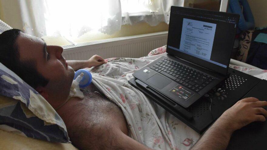 DMD hastası Furkan'ın azmi: Üniversiteyi bitirdi, işe başladı
