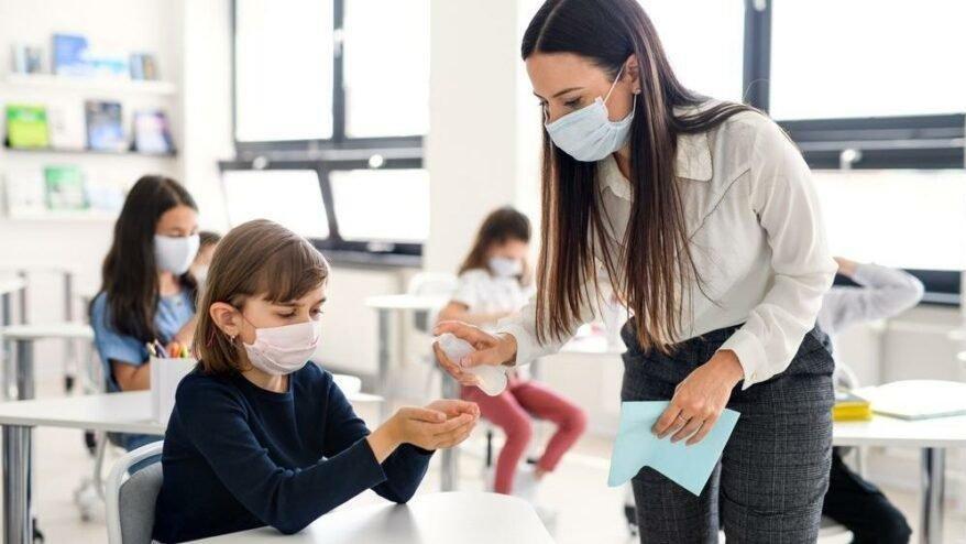 MEB'den önemli duyuru: Covid-19 hastası ve temaslı öğrencilere mazeret izni