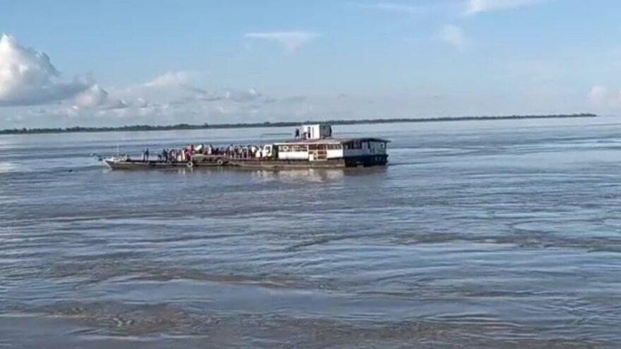 Hindistan'da iki tekne çarpıştı