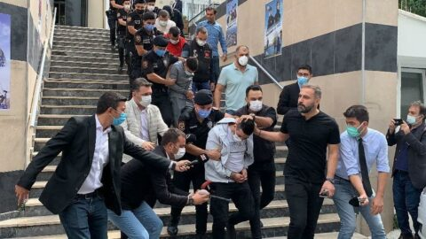 Polis merkezi önünde öldürüldü