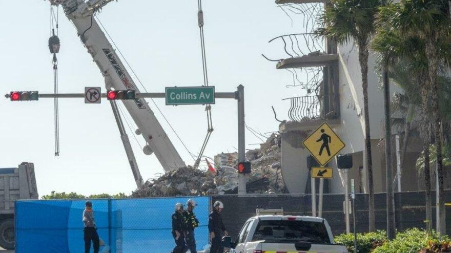Florida'da çöken binada ölenlerin kimliklerinin çalındığı iddiası