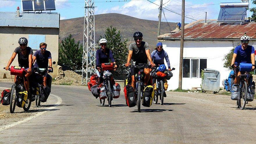 Bisikletleriyle Fransa'dan Bayburt'a geldiler