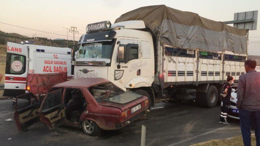Kamyonla otomobil çarpıştı: 1 kişi öldü, 3 kişi yaralandı
