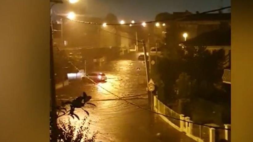 Agen kentinde 2 saatte 2 aylık yağmur yağdı