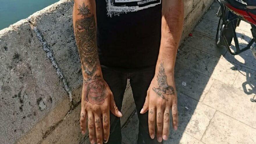 Kapkaççı vücudundaki dövmelerden yakalandı