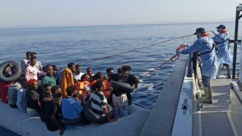 İzmir açıklarında 59 düzensiz göçmen kurtarıldı
