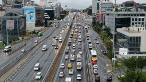 İstanbul'da yağışlı hava trafiği felç etti