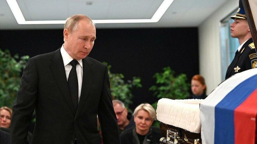 Putin'den tatbikatta ölen Bakan Ziniçev'e veda