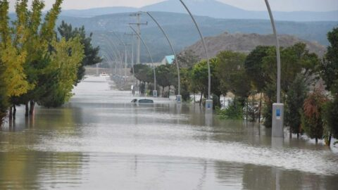 Kütahya'da sağanak yağış: 4 fabrikayı su bastı