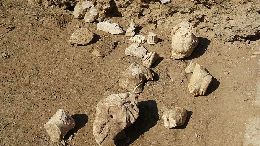 Aydın'da Roma İmparatoru Hadrianus'a ait heykelin parçaları keşfedildi