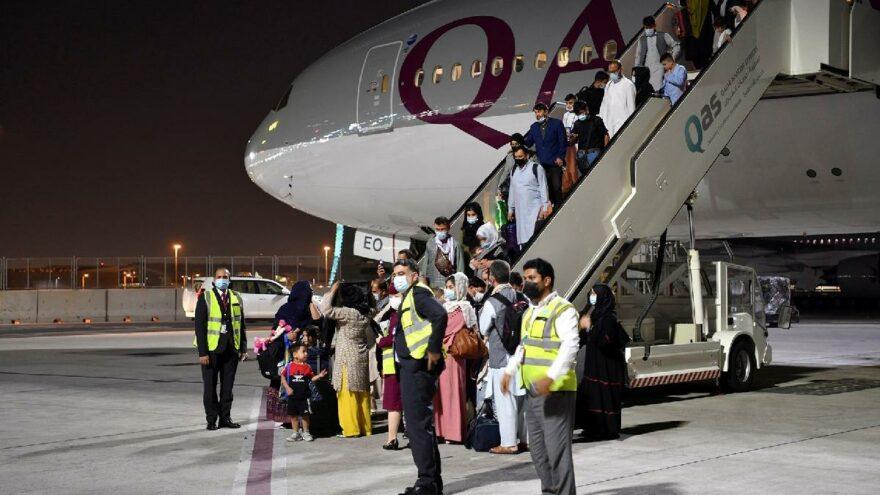 Dünya bu anı bekliyordu… Kabil'den yurt dışına ilk sivil uçuş: 113 yolcu Doha'ya indi