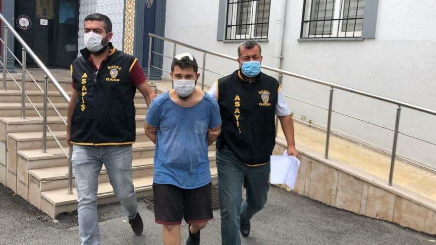 Eşini bıçakla rehin alan koca tutuklandı