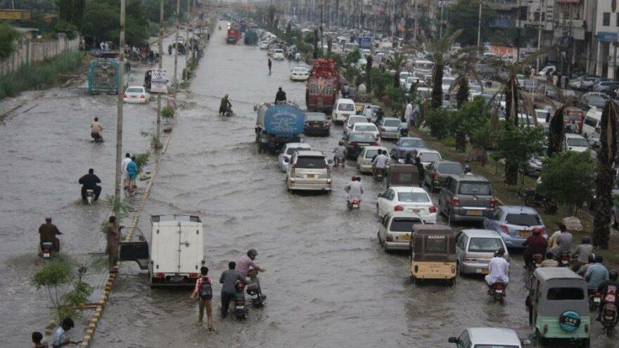 Pakistan'da şiddetli yağışlar felakete sebep oldu