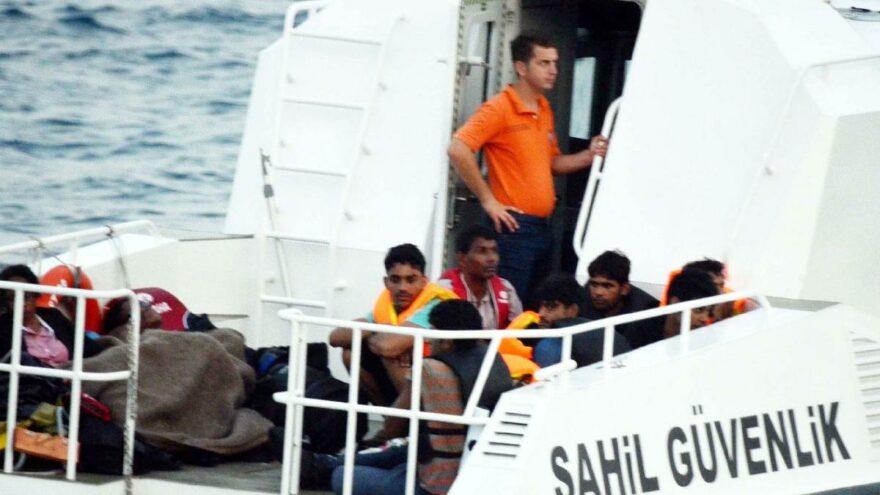 Yunanların açık denize ittiği 39 göçmen kurtarıldı
