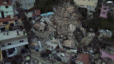 Meksika'da heyelan faciası... Yamaçtan kopan dev kayalar evlerin üzerine düştü: 1 ölü, 10 kayıp