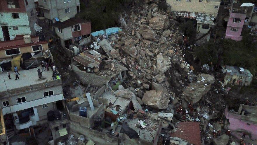 Meksika'da heyelan faciası… Yamaçtan kopan dev kayalar evlerin üzerine düştü: 1 ölü, 10 kayıp