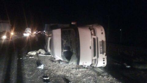 Tarım işçilerini taşıyan minibüs devrildi: 3'ü ağır 9 yaralı