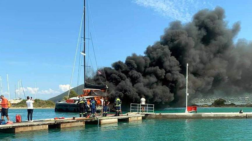 Lefkada limanında katamaran yangını! Onlarca tekne tahliye edildi