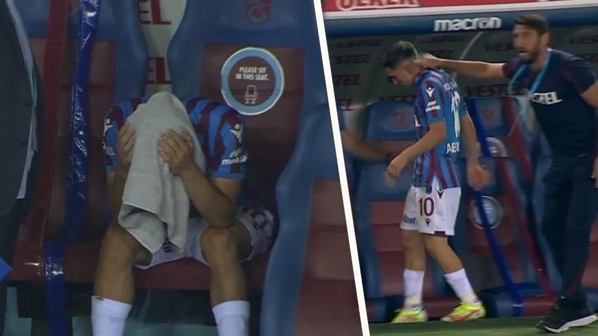 Abdülkadir Ömür ve İsmail Köybaşı 39. dakikada oyundan alındı, taraftar ıslıkladı