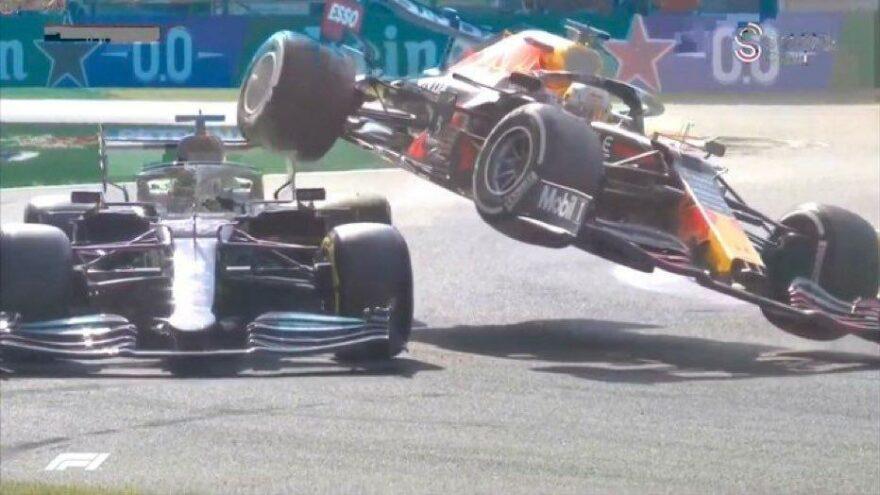 Formula 1'de inanılmaz kaza! Max Verstappen, Hamilton'un üstüne çıktı…