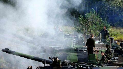 Letonya'da sokak ortasında yapılan askeri tatbikat tepki topladı