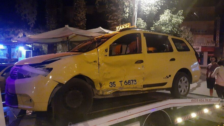 Otomobil ile taksi çarpıştı: 1 ölü