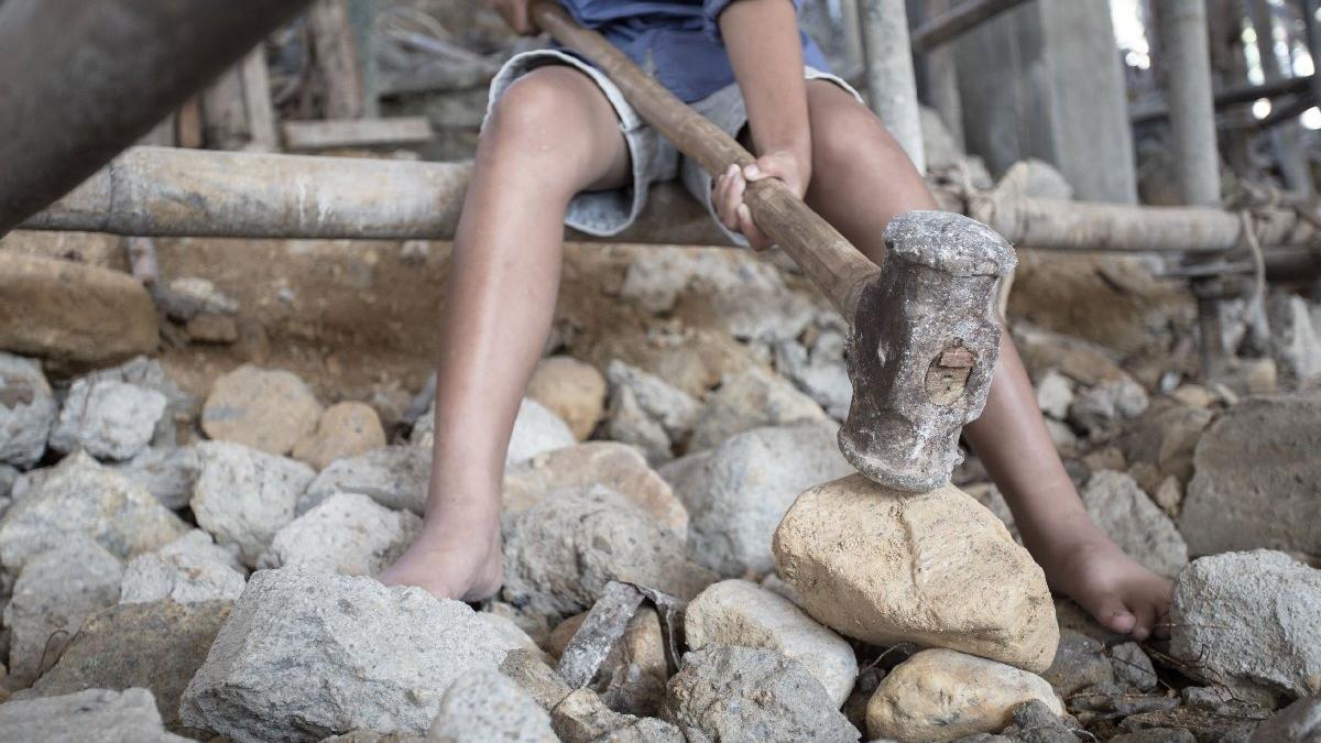 Çarpıcı yoksulluk raporu: Türkiye'de uzaktan eğitim çocuk işçiliği artırdı, eğitim ve sağlığa erişim yok