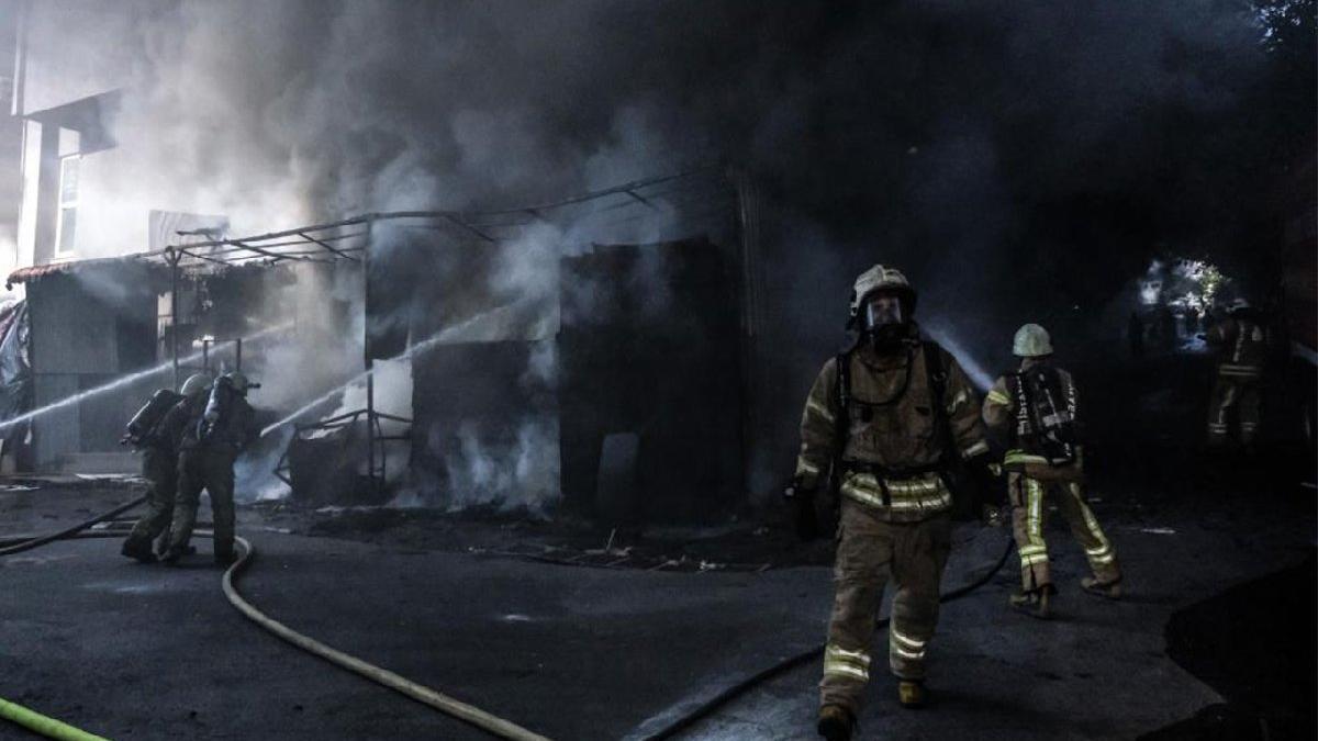 İstanbul'da fabrika yangını! Dumanlar gökyüzünü kapladı